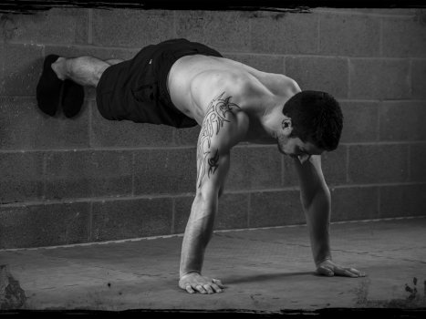 Esercizi calistenici: il Wall Push-up